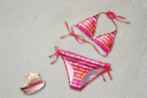 Mama ubiera się na lato – stroje kąpielowe damskie
