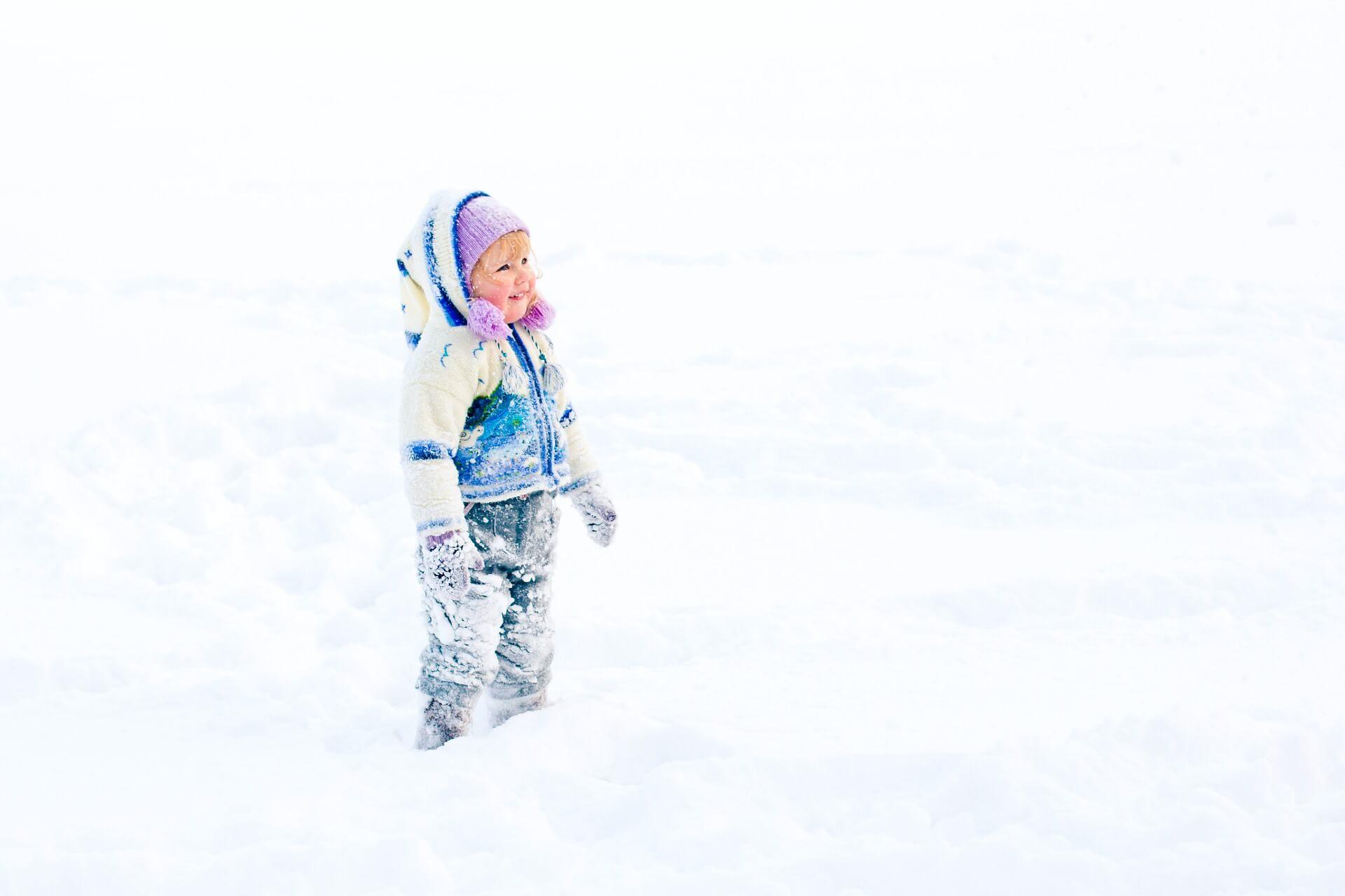 Dziecko-w-sniegu